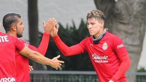 'Chicote' Calderón vuelve a ser figura y le da el empate a Chivas