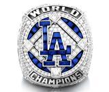 ¡Impresionante! El anillo de los Dodgers cuenta con 232 diamantes