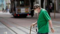 """""""Los riesgos no cambian"""": doctores explican qué hacer para proteger a los demás durante la reapertura"""