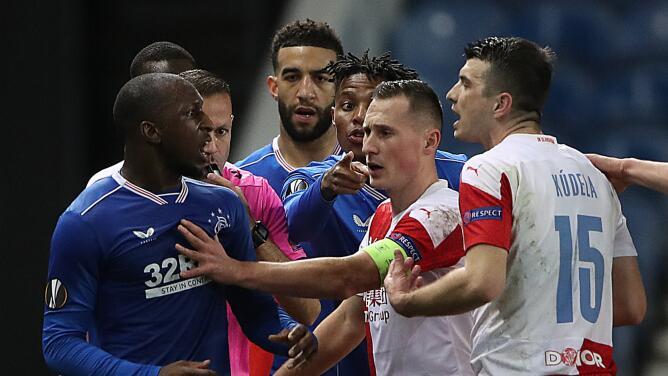 Duro castigo de UEFA por racismo en Europa League