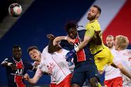 Con tres golazos, Paris Saint-Germain derrota al Nimes Olympique 3-0. Angel Di Maria se llevó la tarde con una asistencia y un gol, mientras que Sarabia y Mbappé complementaron la goleada en esta Jornada de la Ligue 1.