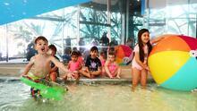 Sigue estas recomendaciones para que tus hijos puedan disfrutar de forma segura las piscinas públicas en Chicago