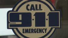 Ofrecen incentivos económicos para contratar operadores de la línea de emergencias 911 en Dallas